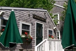 Queequeg's Restaurant,  nantucket petfriendly